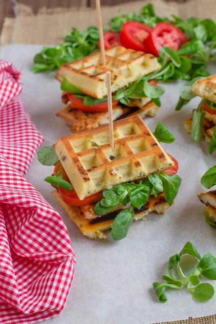http://www.cocinandosabores.com/2013/08/sandwich-gofre-con-pollo.html